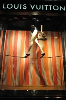 LV+x+mas+circus+window+2011+dolceandgabbaname